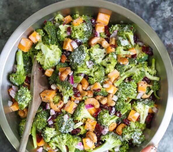 5 кращих весняних салатів зі свіжих овочів