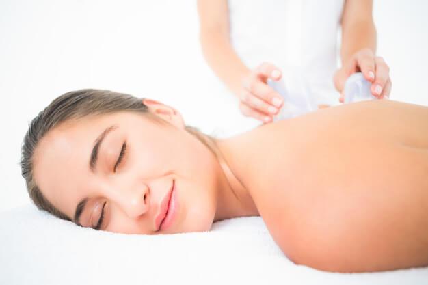 Антицелюлітний масаж банками будинку — стрункі ніжки за 10 хвилин в день