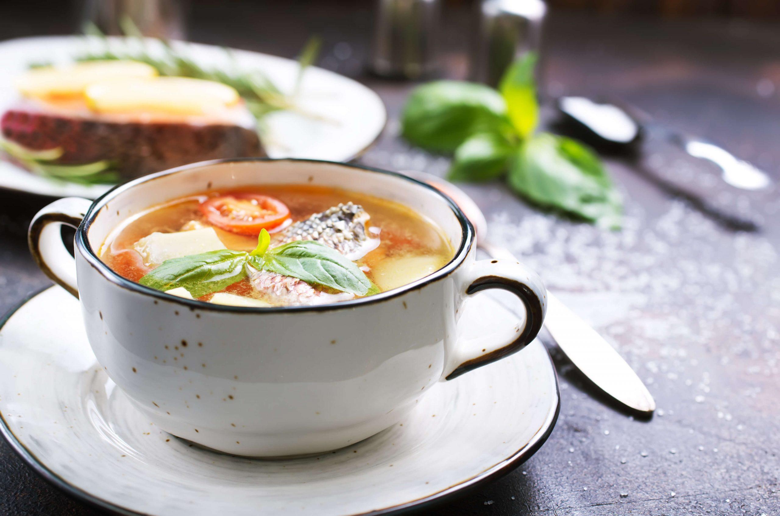 Два смачних рецепта юшки: рибний суп по-фінськи з сиром і вуха з помідорами