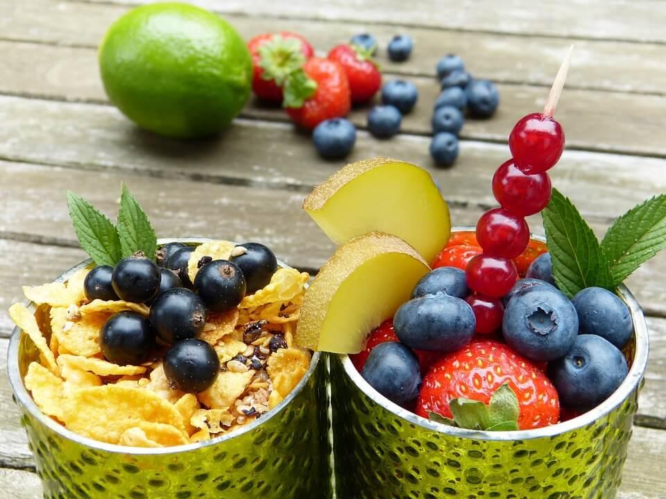 Як правильно їсти, щоб не поправлятися. ТОП-15 варіантів корисного перекусу