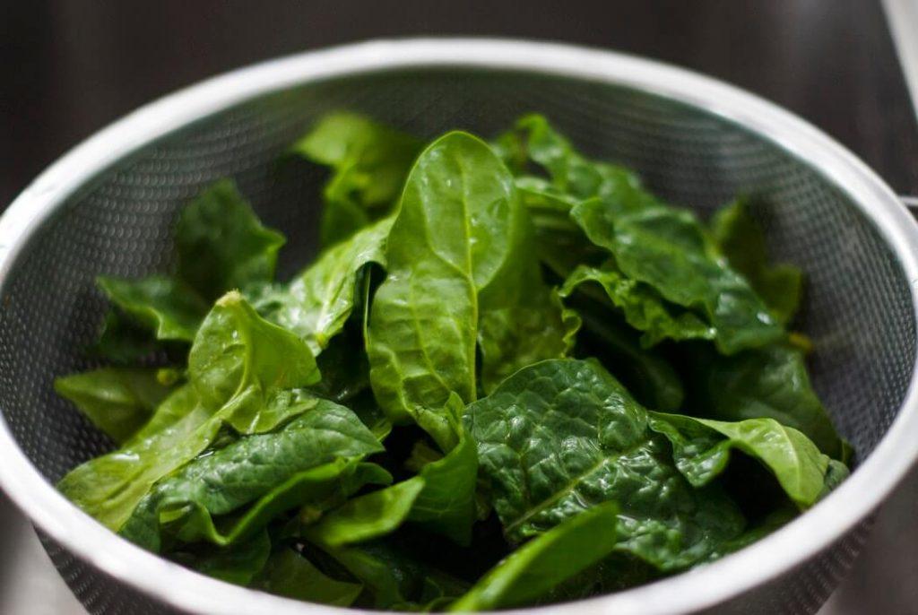 Недорогий суп з квашеними огірками для тих, хто на дієті