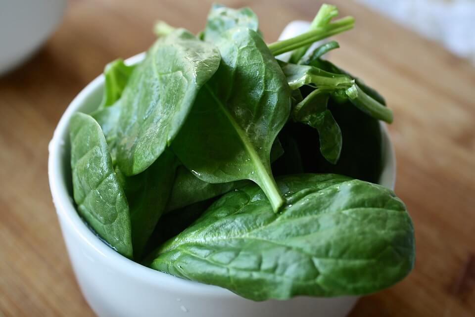 Освіжаючий салат для схуднення з селерою — змусить вага танути!