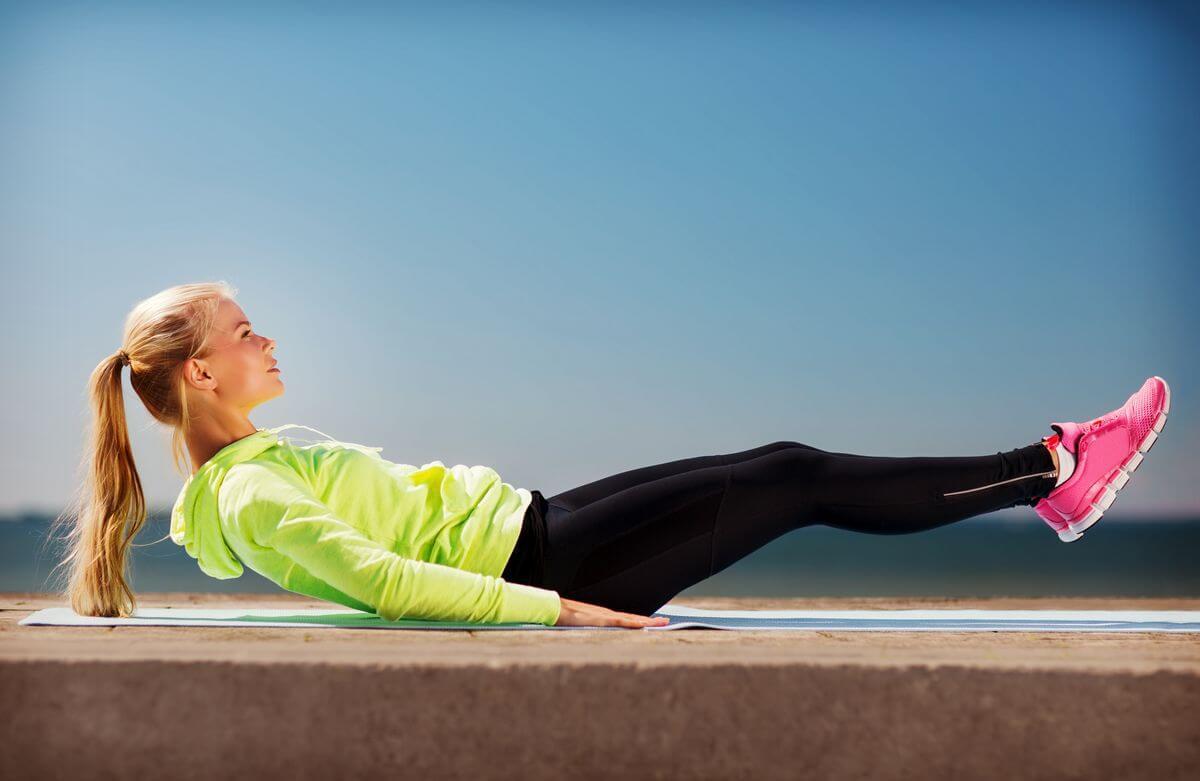Робимо талію: 5 найлегших вправ для плоского живота